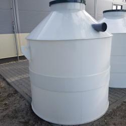Plastová žumpa PN 3  Stojatá zváraná podzemná plastová nádrž vyrobená z...