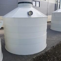 Plastová žumpa PN 5  Stojatá zváraná podzemná plastová nádrž vyrobená z...