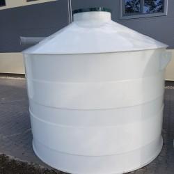 Plastová žumpa PN 8  Stojatá zváraná podzemná plastová nádrž vyrobená z...